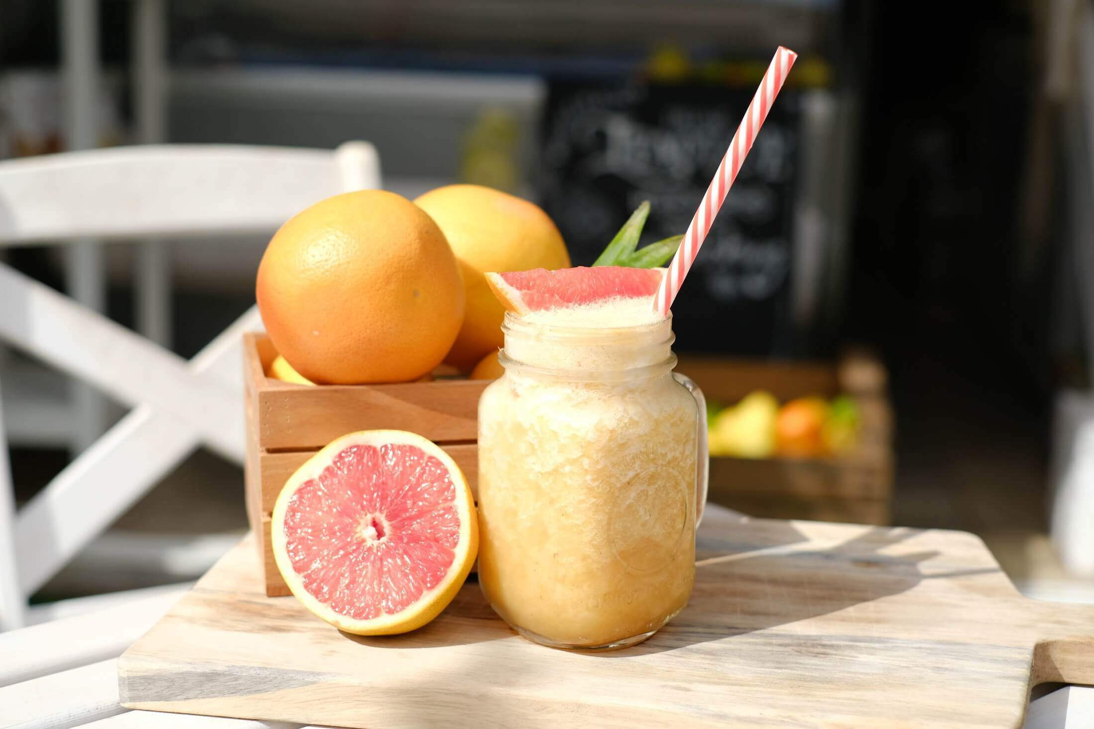 grapefruit-juice-homemade-ronis-deli-superfood